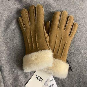 NWT UGG $155 shearling sheepskin gloves size S